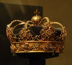 Royal Funerary Crown, Sweden (17th c.; gold, enamel, velvet).