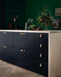 New Kitchen Ikea Kungsbacka Black Ideas Black Ikea Kitchen, Ikea Kitchen Cabinets, Black Kitchens, New Kitchen, Cool Kitchens, Kitchen Decor, Kitchen Ideas, Modern Kitchens, Kitchen Backsplash
