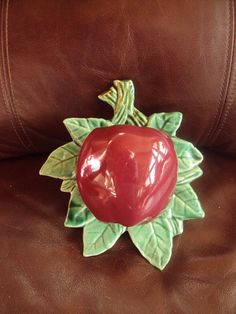 Vintage McCoy Red Apple Wall Pocket Very Nice! in Pottery & Glass Old Pottery, Pottery Marks, Mccoy Pottery, Vintage Pottery, Pottery Vase, Vintage Ceramic, Ceramic Pottery, Vintage Walls, Vintage Decor