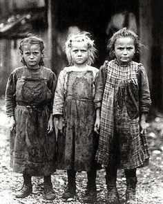 The Photographs That Helped End Child Labor In America image gallery. Lewis Hine, Using His Camera As A Tool For Social Reform, Became Instrumental In Changing Child Labor Laws In The U. Find more authentic curated albums at Getty Images. Vintage Pictures, Old Pictures, Old Photos, Creepy Pictures, Rare Photos, Vintage Images, Lewis Wickes Hine, Foto Poster, Foto Transfer