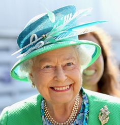 Queen Elizabeth II Photos - Queen Elizabeth II smiles as she visits the Glasgow National Hockey Centre to watch the hockey during day one of Commonwealth Games on July 2014 in Glasgow, Scotland. - Arrivals at the Commonwealth Games Hm The Queen, Her Majesty The Queen, Save The Queen, Prince Philip, Prince Charles, Queen Hat, Queen Birthday, 90th Birthday, Royals