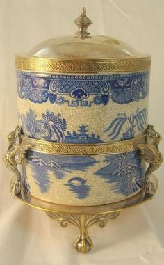 FABULOUS-ANTIQUE-BLUE-WILLOW-BISCUIT-JAR-IN-SILVERPLATED-FRAME