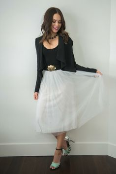 Date night outfit inspiration: Tulle skirt, gold leaf belt, mint sandals.
