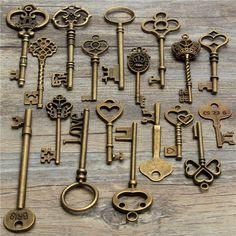Antique Vintage Old Look Skeleton Key Lot Pendant Heart Bow Lock Steampunk Antique Keys, Vintage Keys, Denim Tommy Hilfiger, Professional Tools, Vintage Wardrobe, Goods And Service Tax, Chain Pendants, St Kitts And Nevis, Hand Tools