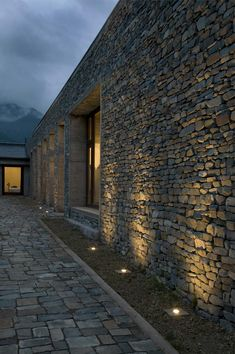 Exterior Lighting, Outdoor Lighting, Lighting Ideas, Stone Cladding, Brick And Stone, Stone Houses, Facade, Architecture Design, New Homes