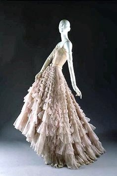 """""""Eugénie"""" Evening Gown, Christian Dior (French, for the House of Dior (French, founded fall/winter French, nylon/leather. Marking: [label] """"Christian Dior/Paris/Made in France"""" Dior Vintage, Moda Vintage, Vintage Gowns, Vintage Couture, Vintage Beauty, Vintage Outfits, Vintage Clothing, Vintage Hats, Vintage Ideas"""