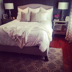 We @lavieestebelledesign's luxurious bedroom, featuring our Borghese Mirrored Side Chests.