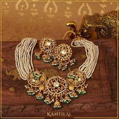Antique Jewelry, Gold Jewelry, Beaded Jewelry, Antique Gold, Rajputi Jewellery, Moissanite Earrings, Temple Jewellery, Gold Set, Wedding Jewelry