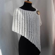 Este elegante abrigo a calentar en la temporada de otoño. Puede ser los accesorios de la boda perfecta para novias o damas de honor. Verá estupenda con este hermoso Bolero. Usted puede usarlo con todo lo que te gusta: vestido, falda, pantalón, camisa etc.. Este es el abrigo de hilo, que consiste en 50% lana y 50% acrílico. Tamaño: M - L (U.S. 8 - los E.E.U.U. 12) (anchura del hombro, desde 16 a 18). Medidas: largo de la esquina (frente de la envoltura) - 20; longitud de la envoltura en la…