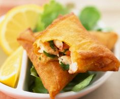 Cyril Lignac& recipe: Prawn samosas - Want a quick starter? Here is the recipe for shrimp samosas from Cyril Lignac. Samosas, Empanadas, Easy Healthy Recipes, Asian Recipes, Indian Food Recipes, Easy Meals, Easy Cooking, Cooking Time, Chefs