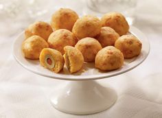 Cheddar olive balls recipe - excellent New Year's eve hors d'oeuvres. In fact, I'm making them tomorrow. Cheese Appetizers, Appetizer Dips, Appetizers For Party, Appetizer Recipes, Snack Recipes, Cooking Recipes, Snacks, Cheese Recipes, Cooking Tips