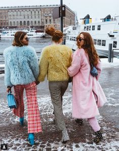I love all the colours, fluff and flares <3