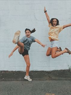 There's no one like your BFF! They will always have your back and get you through the good & the tough times. Here some cute phot ideas for that BFF goal!