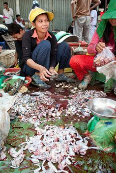 Phsar Boeung Chhoeuk Market, Battambang, Cambodia by Belle Nachmann, via Flickr