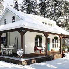 Snow snow snow #snow #mountaincottage #exterior #whiteandwood #itscoldoutside #freshair #fixerupper #farmhouse