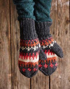 Kirjoneulelapaset – helppo ohje   Meillä kotona Knit Mittens, Knitting Socks, Knit Socks, Fingerless Gloves, Arm Warmers, Diy And Crafts, Knit Crochet, Sewing, Pattern