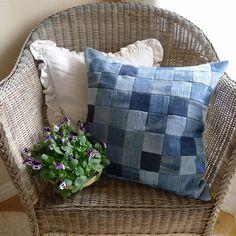 Идеи декоративных подушек из старых джинсов