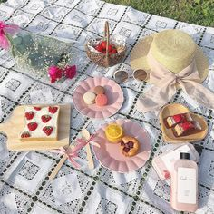 Picnic Ideas Discover you light up my heart Picnic Date, Summer Picnic, Summer Aesthetic, Aesthetic Food, Aesthetic Style, Comida Picnic, Usa Tumblr, Cute Food, Aesthetic Pictures
