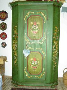 I would LOVE a handpainted schrank! Germans use these awesome wardrobes and my favorites have lovely folkart painting. Hand Painted Furniture, Funky Furniture, Wood Furniture, Living Room Inspiration, Home Decor Inspiration, Alpine Furniture, Contemporary Decorative Art, Painted Wardrobe, Chalet Design
