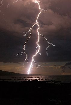 Lightning Bolt Cloud-to-ground lightning over Waratah Bay. Lightning Bolt, Lightning Drawing, Thunder And Lightning Storm, Lightning Photos, Ride The Lightning, Lightning Strikes, Lightning Storms, Lightning Photography, Natural Disasters