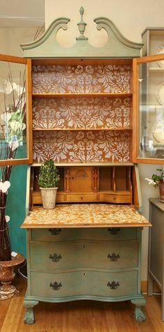 17 Stunning Decoupage Ideas to Makeover Your Furniture https://www.futuristarchitecture.com/32696-makeover-your-furniture.html #decoupagefurniture