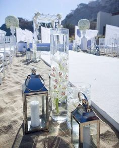 Tuesday #TuteraTip on Destination Weddings: Don't forget to check the calendar of events happening in and around your destination location way in advance. The last thing you want is a major festival, annual event or local holiday overcrowding your hotel or favorite little spot or even raising the prices 📷: @melbarlowandco #destinationwedding #beachwedding