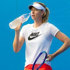 This look cannot freeze Serena. #mariasharapova #fiercelook  #ausopen2016 #practice #evian #quarterfinalsnext