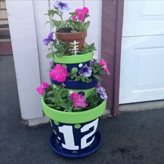 Seahawks flower pot tower - I am totally going to make this one! Clay Pot Projects, Clay Pot Crafts, Diy And Crafts, Projects To Try, Mosaic Projects, Summer Crafts, Seahawks Fans, Seahawks Football, Seattle Seahawks