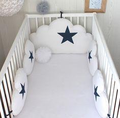 Tour de lit bébé, nuages, 5 coussins ton blanc et bleu Jean