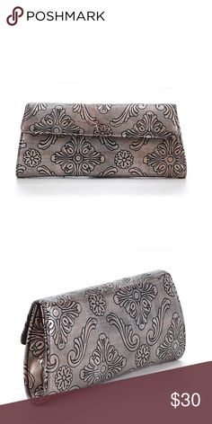 Vintage Clutch A few scratches but in good condition. No brand. Vintage Bags Clutches & Wristlets