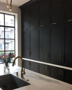 Luxurious black kitchen, Victorian style kitchen, shaker cabinets, brass handles on black cabinetry Kitchen Design inspo: Beautiful black kitchens - STYLE CURATOR Black Kitchen Cabinets, Black Kitchens, Shaker Cabinets, Kitchen Black, Kitchen Modern, Kitchen Countertops, Black Countertops, Concrete Worktop Kitchen, Kitchens With Dark Cabinets