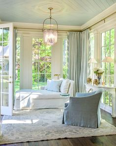 Browse pictures of sunroom designs as well as design. Discover ideas for your four periods area enhancement, consisting of ideas for sunroom decorating and designs. Coastal Living Rooms, Living Room Decor, Bedroom Decor, Sunroom Decorating, Sunroom Ideas, Small Sunroom, Sunroom Office, Cheap Home Decor, Home Remodeling