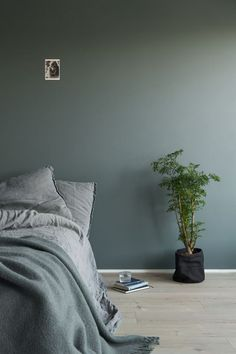 Lady 6352 Evening Green Lady 6352 Evening Green The post Lady 6352 Evening Green appeared first on Slaapkamer ideeën. Modern Room, Home, Home Bedroom, Bedroom Interior, Bedroom Green, Bedroom Orange, Living Room Interior, Bedroom Inspirations, Bedroom Colors