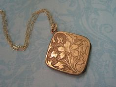 Antique Rose Gold Locket - I MUST have this!!!!! My little girly heart wants to explode I love it so much.