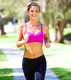 Vor und nach dem Laufen solltest du deine Muskulatur durch entsprechende Aufwärmübungen und Abwärmübungen dehnen. Die wichtigsten Tipps und Übungen.
