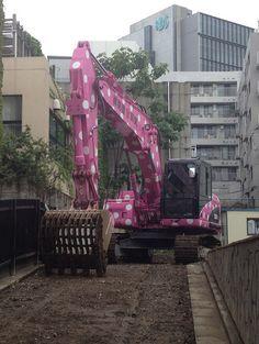 pink polka dot excavator- vinuesavallasycercados.com. Why?