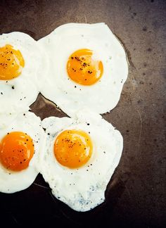 yummyinmytumbly:    four fried eggs