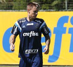 Reforço do Palmeiras assina por cinco anos e já faz seu primeiro treino #globoesporte