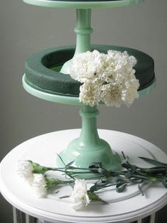 DIY carnation centerpiece. Might use a different flower, but the carnation looks pretty too!