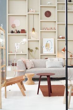 VTwonen en designbeurs 2019: al een hele verbetering! Minimalist Living Room, Living Room Tv, Living Room Wall, Living Room Side Table, Ikea Living Room, Living Room Bookcase, Built In Couch, Living Room Tv Wall, Tv Stand Decor