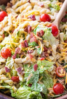 """""""This is my go to salad now"""" """"I can't believe how delicious this is! It's even better than a BLT sandwich!"""" Super easy 15 minute dinner of BLT (bacon, lettuce, tomato) pasta salad. Asian Pasta Salads, Tomato Pasta Salad, Summer Pasta Salad, Easy Pasta Salad, Pasta Salad Recipes, Summer Salads, Blt Salad, Bacon Salad, 15 Minute Dinners"""