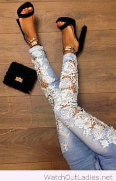 Blue jeans white white lace and black sandals
