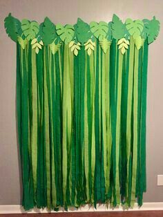 Top 10 Kids Party Themes for a Rainy Indoor Birthday Party 2019 Palm leaf backdrop for animal/zoo/safari/jungle or dinosaur themed birthday party! The post Top 10 Kids Party Themes for a Rainy Indoor Birthday Party 2019 appeared first on Birthday ideas. Jungle Theme Birthday, Dinosaur Birthday Party, Animal Themed Birthday Party, Jungle Theme Parties, Jungle Theme Classroom, Cake Birthday, Safari Theme Party, Flamingo Birthday, Birthday Diy