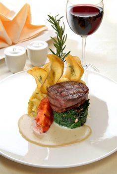 Fancy Dishes, Food Dishes, Fancy Food Presentation, Gourmet Recipes, Cooking Recipes, Gourmet Desserts, Plated Desserts, Gourmet Food Plating, Bistro Food
