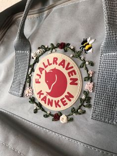 My embroidered Kanken bag ❤️✨ - Selber machen - DIY Flower Embroidery Designs, Embroidery Bags, Cute Embroidery, Hand Embroidery Stitches, Cross Stitch Embroidery, Embroidery Patterns, Mochila Kanken, Diy Backpack, Floral Backpack