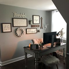 living room wall decor around tv Home Office Space, Home Office Design, Home Office Decor, House Design, Small Office Decor, Rustic Office Decor, At Home Office Ideas, Office Furniture, Furniture Ideas