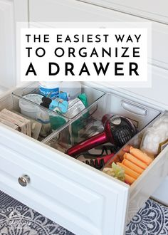 The Easiest Way to Organize a Drawer Want perfectly organized drawers but don't want to buy fancy, expensive organizers? Check out this super easy way to organize a drawer! Diy Drawer Dividers, Bathroom Drawer Organization, Home Organization Hacks, Organize Bathroom Drawers, Drawer Storage, Organized Bathroom, Kitchen Drawers, Organized Home, Organizing Drawers