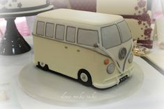 by http://www.donnamakescakes.co.uk - wedding cake with a difference...