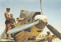 Reloading weapons German fighter Bf 109E-7 / Trop at the airport of El Ghazala