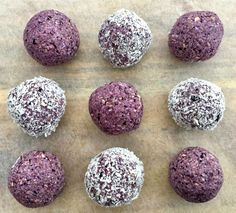 For a purple twist on a bliss ball, these Blueberry Bites are perfect. You only need five ingredients for this simple recipe. Healthy Mummy Recipes, Healthy Deserts, Raw Food Recipes, Healthy Snacks, Healthy Blueberry Recipes, Healthy Bars, Freezer Recipes, Snacks Recipes, Protein Snacks